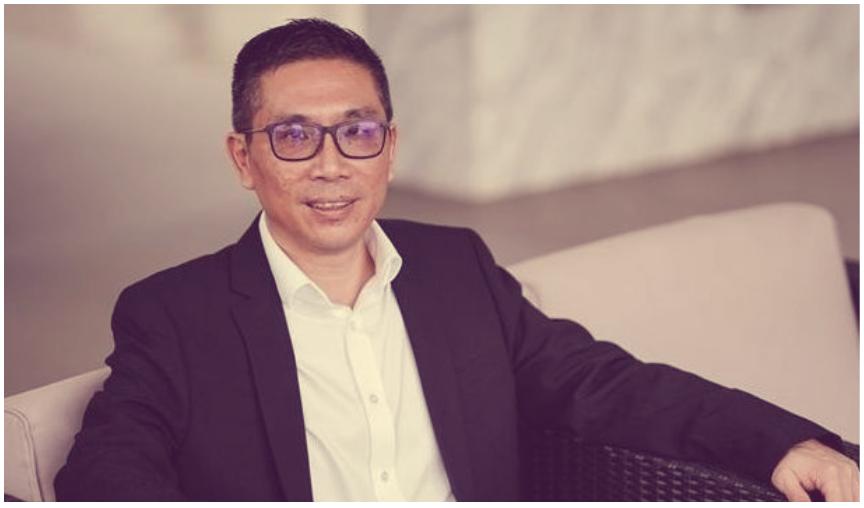 这个完美逆袭的成功人物,是Primech Services & Engineering私人有限公司的总裁,48岁的郭弗农(Vernon Kwek)